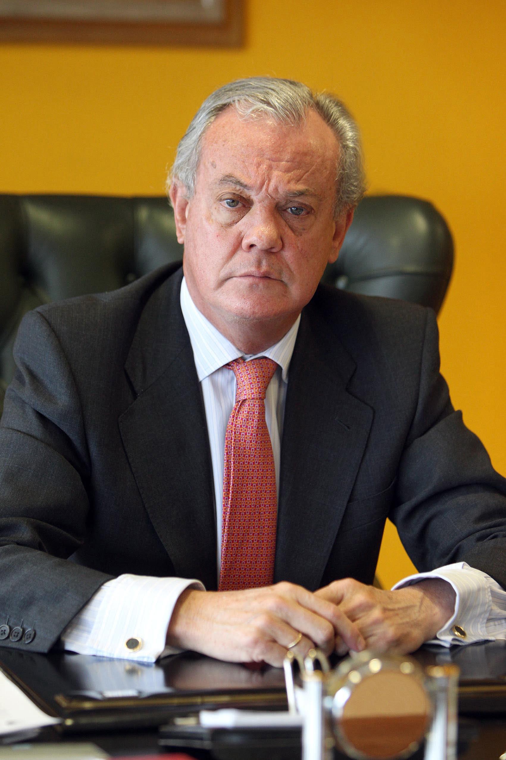Sr.Carlos González Bosch