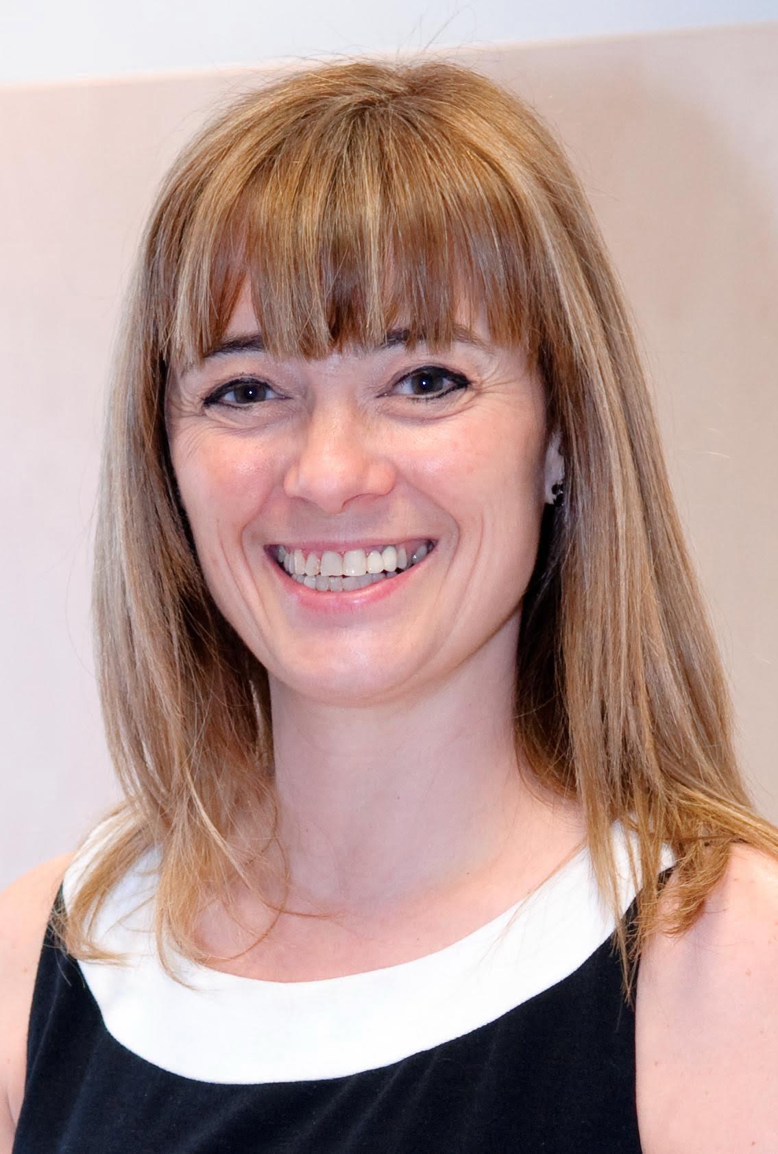 Sra. Lourdes Vega Fernández