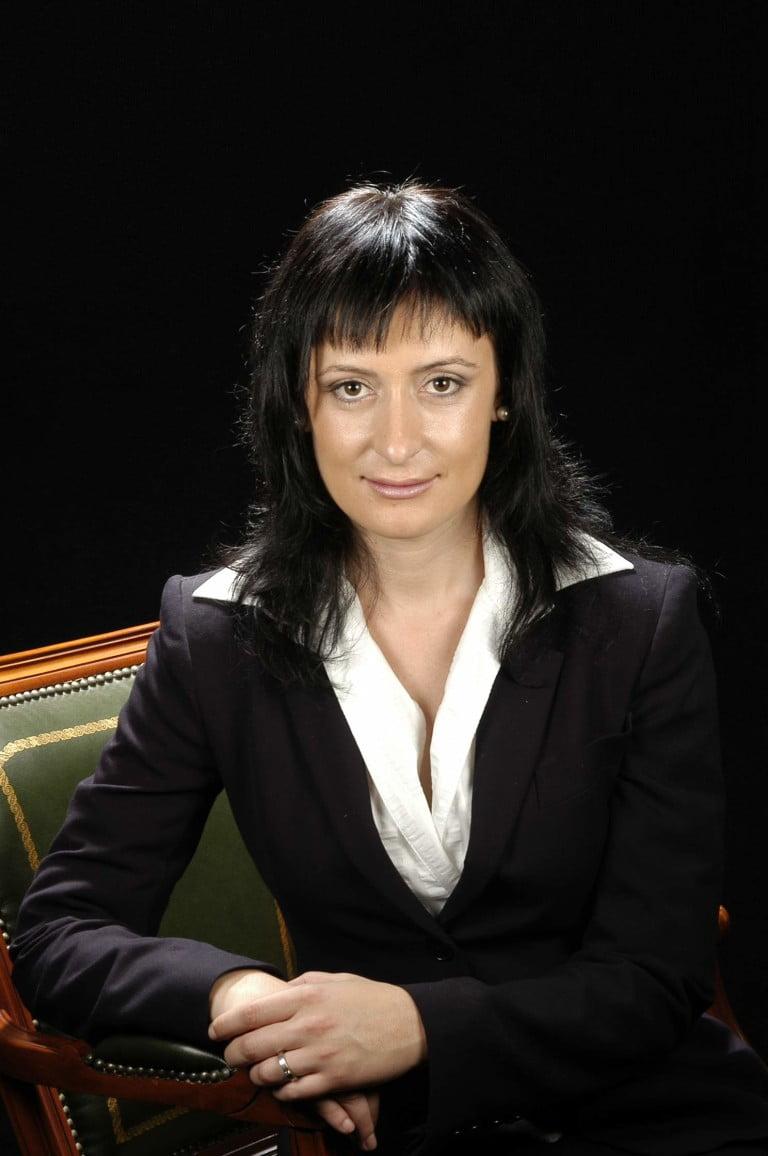 Sra. Montserrat Crespo González