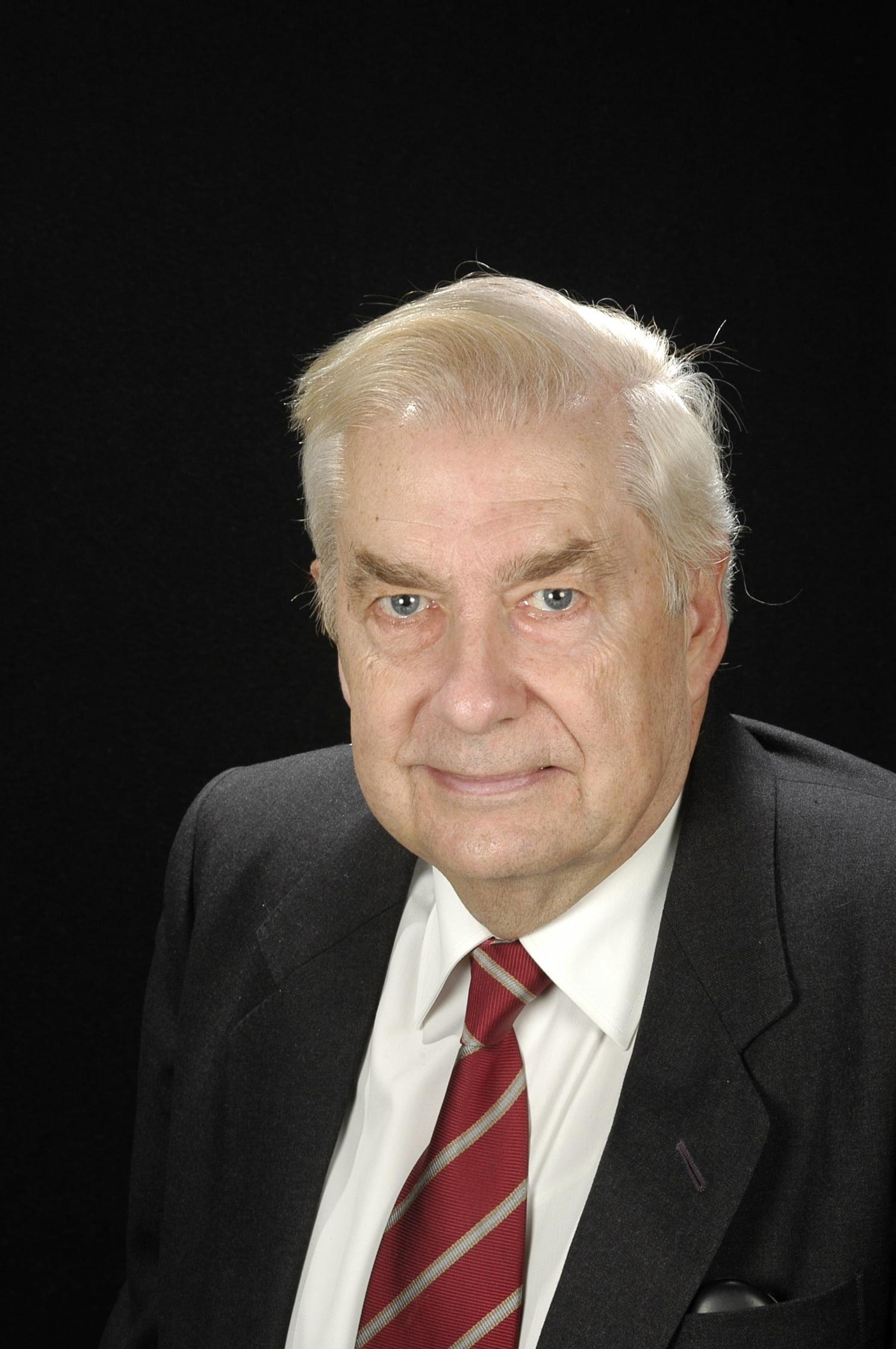 Dr. Fausto García Hegardt