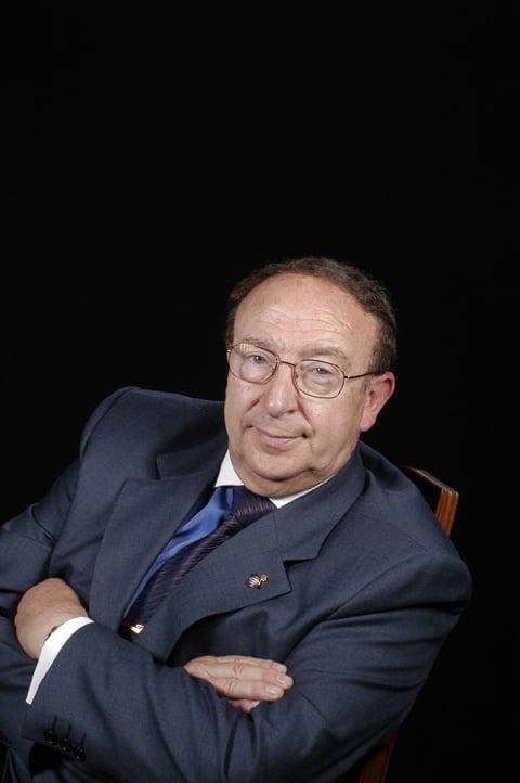 Sr. Víctor García Mateu