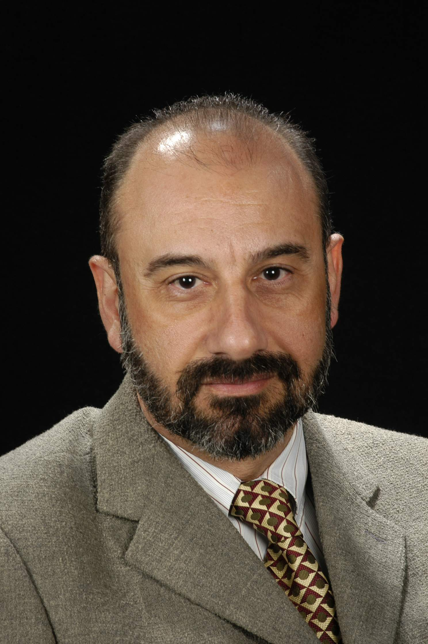 Dr. Marcel García Bach