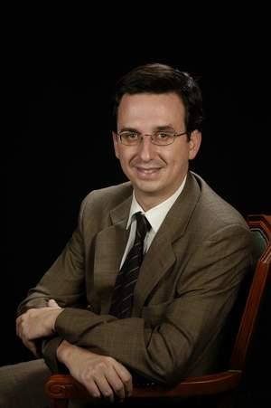 Dr. Luis J. Lores Obradors