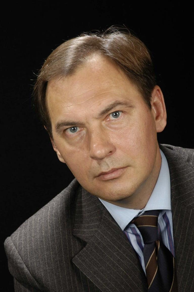 DR. DIMITRI NAÚMOV