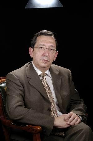 Dr. Antonio Salvador AznarDr. Antonio Salvador AznarvDr. Antonio Salvador AznarDr. Antonio Salvador Aznar