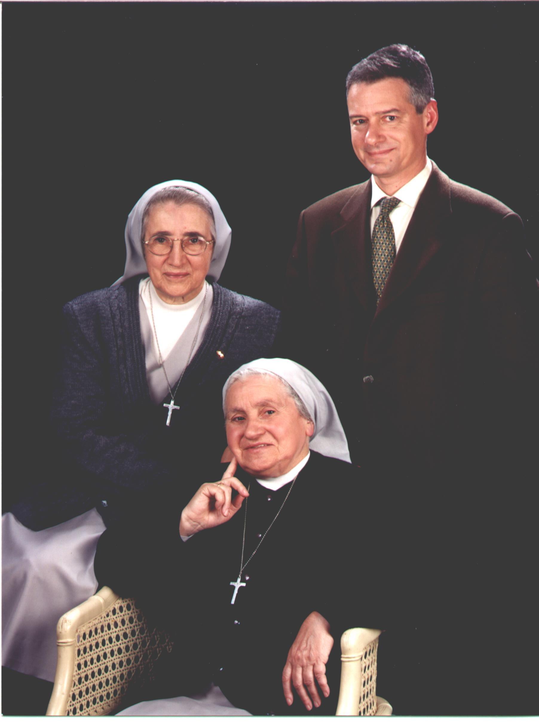 Sres. Mª. Nieves Ibarra Aristu i Sofía Paz Garayoa Artazcoz i Sr. Carlos Sanrama Sánchez
