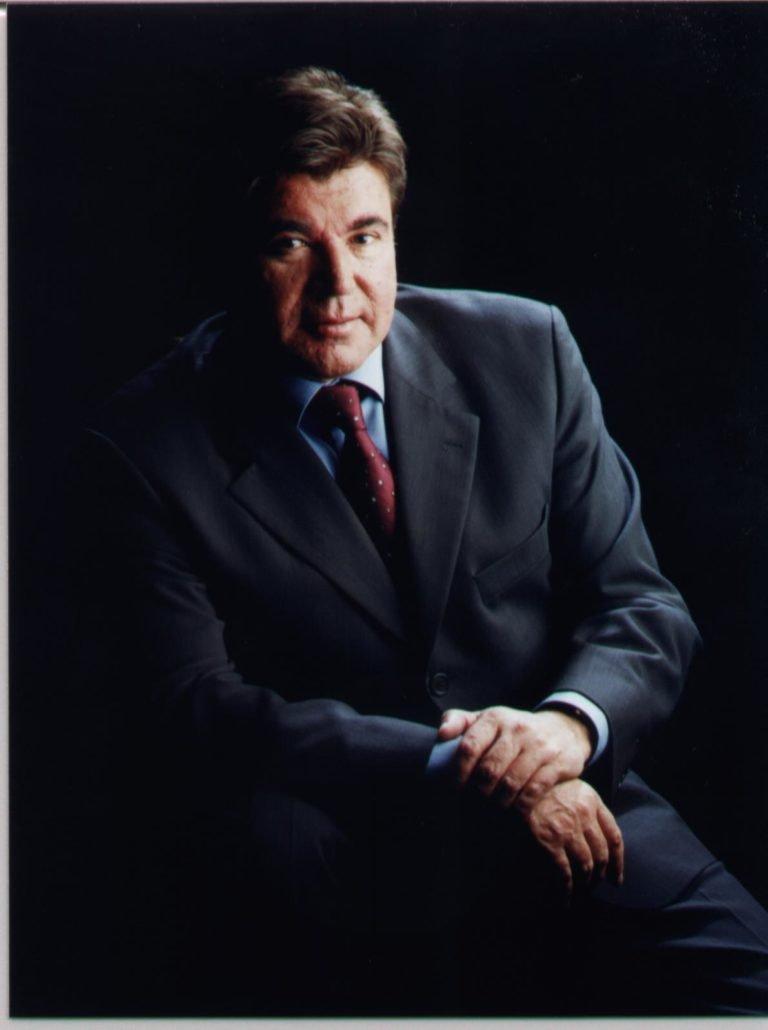 Sr. Víctor León Plana