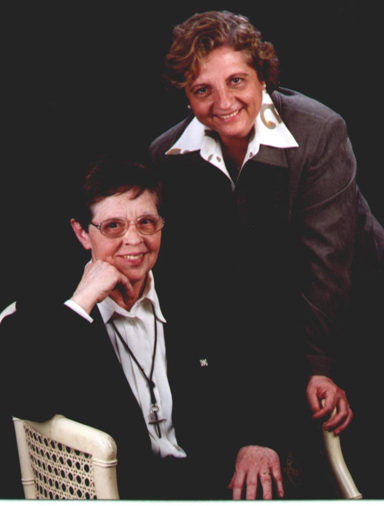 Sres. Montserrat Martí Oliveras i Montserrat Sopena