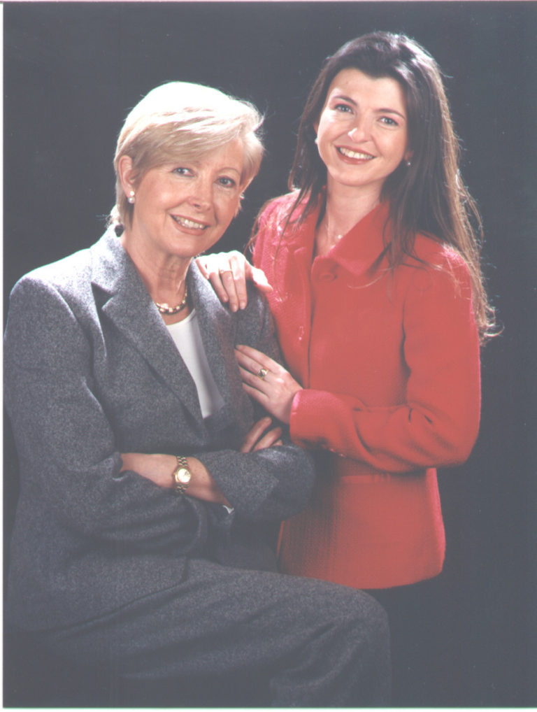Sres. Maria Rosa Palau Ollé i Rosa Maria Morales Palau